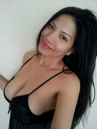 Sexy Vietnamese Girlfriend Inviting Selfshots